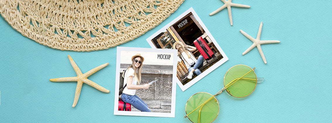 fotografías cuadradas sobre mesa azul turquesa y artículos de playa, gorro de paja y gafas de sol estilo boho redondas con cristales amarillos